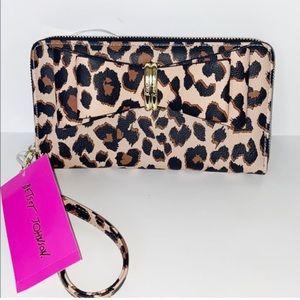 NWT Betsey Johnson leopard wallet/wristlet w/bow